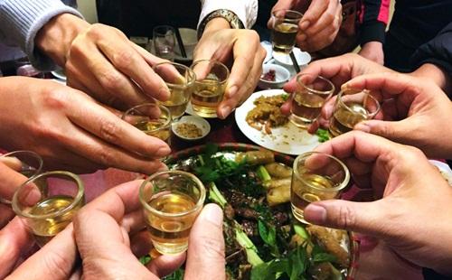 Uống rượu nhiều làm giảm chất lượng tinh binh ở nam giới