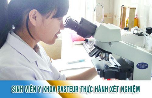 Sinh viên y khoa Pasteur thực hành xét nghiệm