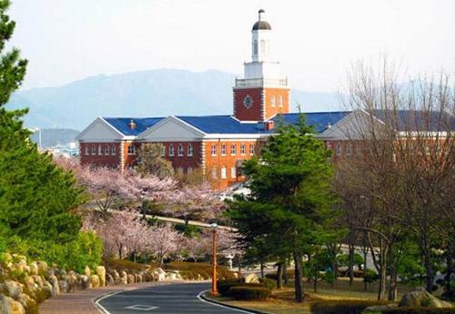 Khám phá những trường đại học đẹp lung linh trong các bộ phim Hàn