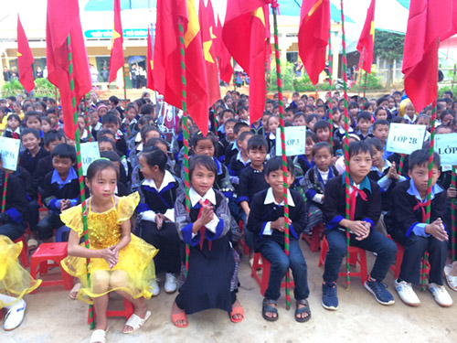 Lễ khai giảng của các em học sinh trường PTDTBT Tiểu học và Trung học cơ sở Kim Nọi, xã Kim Nọi,  huyện Mù Cang Chải, tỉnh Yên Bái