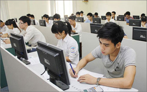 Từ năm 2021 trở đi, nếu điều kiện cho phép, Bộ GD-ĐT có thể tổ chức cho thí sinh làm bài thi THPT quốc gia trên máy tính