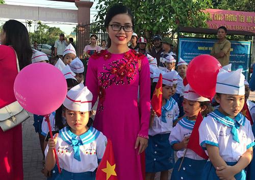 Cô và trò trường Tiểu học Đông Vĩnh phấn chấn trong ngày khai giảng