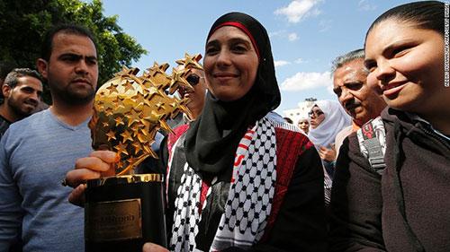 Cô Hanan al-Hroub