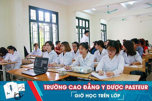 Giờ học trên lớp của các bạn sinh viên Trường Cao đẳng Y Dược Pasteur