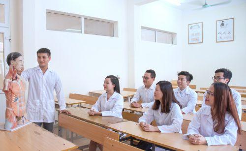 """Thầy cô giáo luôn là """"kho"""" kiến thức phong phú hỗ trợ sinh viên"""
