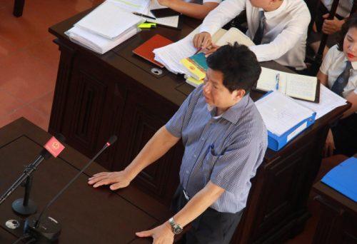 Luật sư Trần Hồng Phúc bào chữa cho bị cáo Hoàng Công Lương trong phiên tòa sáng ngày 23/4