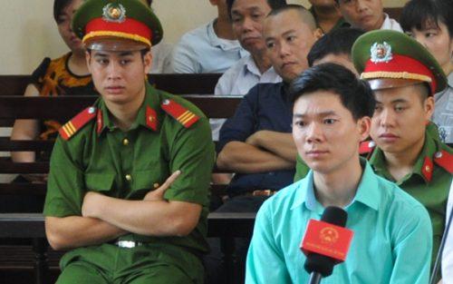 Bác sĩ Hoàng Công Lương trong phiên tòa xét xử