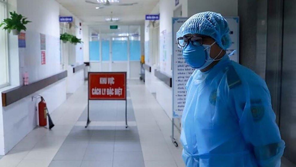 Đội ngũ cán bộ y tế làm việc không quản ngày đêm