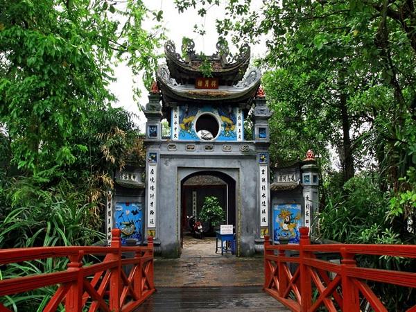 Tới đền Ngọc Sơn cầu thi cử đỗ đạt
